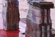 Bunia: ruée sur les billets de banque mal incinérés