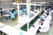 Présentation au vice-Premier ministre Th. Luhaka du projet de montage des cellulaires à Kinshasa